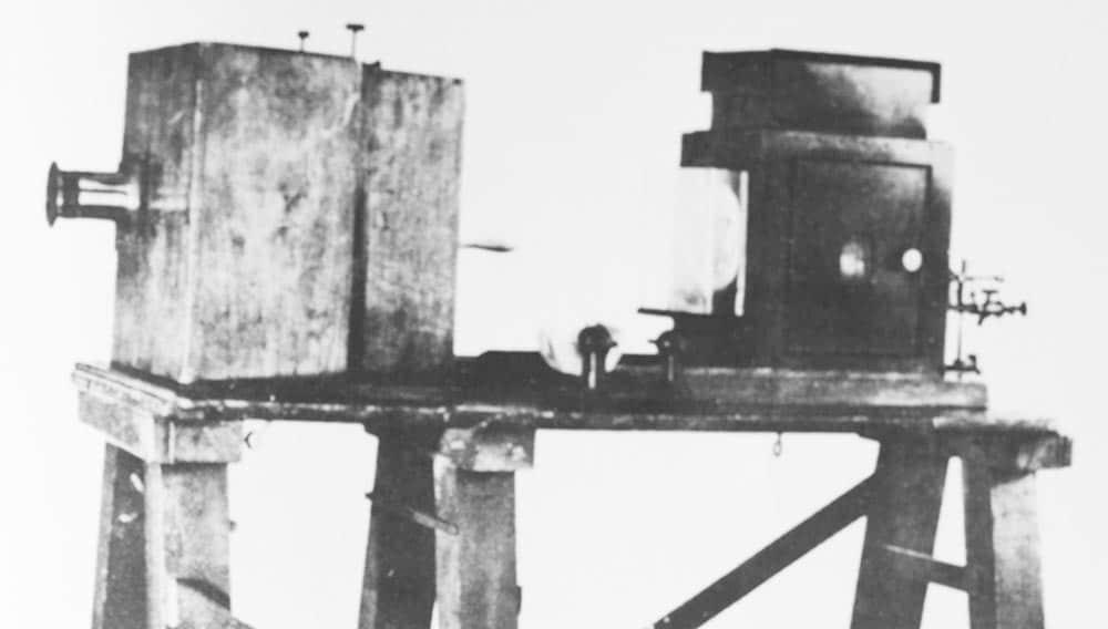 """Uno dei primi """"cinematografo"""" costruiti dai fratelli Lumière"""